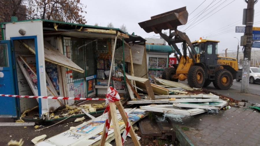 Демонтаж павильона в городе